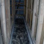 キッチンは、玄関の土間に置き、すのこを敷いて  みました。この雰囲気に合う既製品のキッチンが見当たらず・・・・