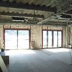 【施行前】                 <br /> 間仕切り・天井を解体しほとんどスケルトン状態に17年間で必要だったはずの荷物を移動させるとこんなに広かった・・・。