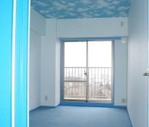 大好きな空や海に囲まれた青い家