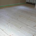 床材に無垢材36mmの木を着色し、オイルをしみ込ませました。