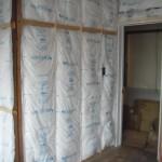 断熱・・筋交いや耐震ボードにて耐震補強の際、壁をめくります。<br /> 断熱材が、入っていなかったので十分な断熱材を施しました。<br /> 断熱効果UP↑です。断熱材は、充填断熱を施しました。<br />