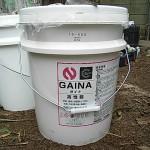 左;基礎クラックには、ボンドシリンサー工法を採用<br /> 右;下屋根塗装です。『断熱・保温・遮熱』効果があるガイナを採用<br />
