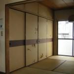 和室天袋付押入れは、クローゼット + 収納棚 + TV台に<br />