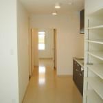 好みの色が映える様、白を基調とした室内。<br />