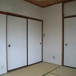 畳をフローリングに・・・<br /> 襖から一枚板の引き戸にかえてみました。<br /> 和室から洋室へ・・・