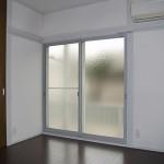元々のガラスは単板ガラスの為、内側にサッシを設けました。<br /> 防音性と断熱性が高められました。