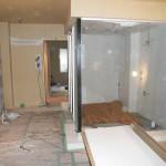 この部屋の代名詞ともいえる<br /> ≪ネコ足バスタブ≫ & 5cm角の白いタイルを敷き詰めたバスルームです。
