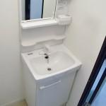 * 脱衣室にあった洗濯機置き場をDKへ移動。そのスペースに洗面化粧台を新規に設置しました。