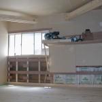 火打ち梁です。 木造の建物では天井裏へ隠すものですがあえて部屋内に出すことにより天井高を取ることが出来部屋のアクセントにもなりました。