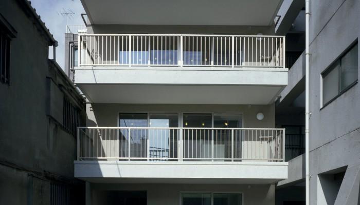 集う空間の多い家
