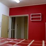 畳からフローリングに・・・<br /> 白い空間に アクセントカラーに緋色を使ってみました。