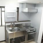 after : ステンレスのキッチンに・・・・<br /> 清潔感のある明るいキッチンとなりました。