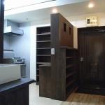 木材オイル仕上げの棚とカウンターが、優しくやわらかなイメージに仕上がりました。<br /> 食器・缶詰・乾物等を詰めたビンを飾ったり・・・楽しいキッチンとなりそうです。<br />