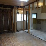 * 六畳和室を フローリングの洋室に<br /> * 冬の寒さ対策として、既存の障子枠に 障子紙のようなパラフィン和紙を貼り、2重サッシにしました。